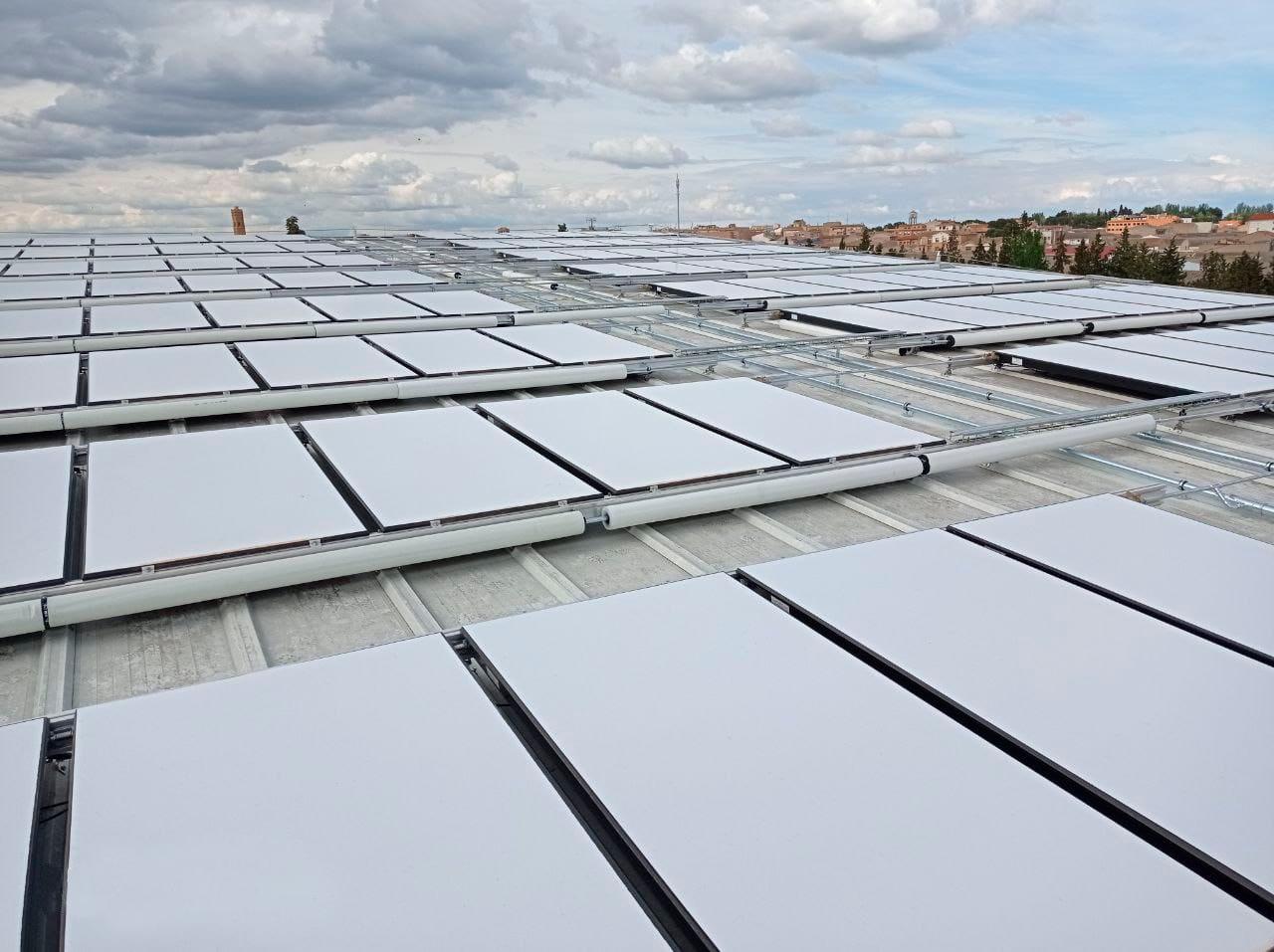 Greening-e utiliza paneles solares híbridos en sus instalaciones fotovoltaicas